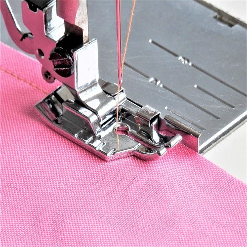 "1/4"" Quilting Presser Foot with Guide for High Speed Straight Stitch Machines"