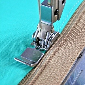 Pfaff Snap On Narrow Zipper/Straight Stitch Foot